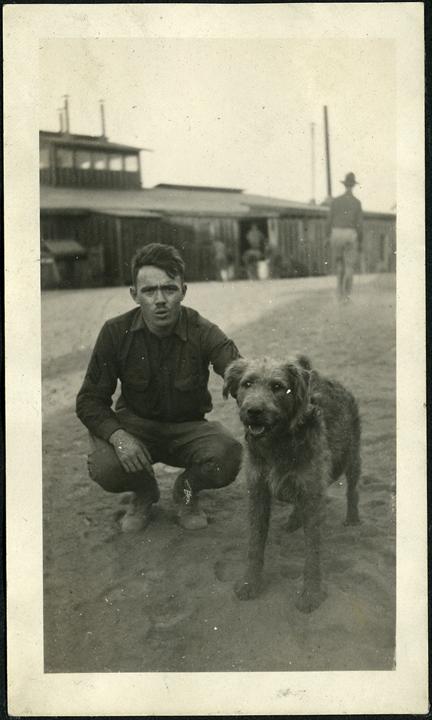 fp0654a (military man w dog)