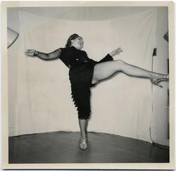 fp1882 (Woman-Dancer-Home-Studio)