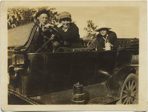 JOYOUS MOTORING TRIO in VINTAGE CAR OUTING w BACKSEAT CAN of PORK & BEANS WEIRD!