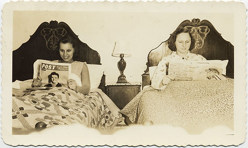 SINGLE BED LOVERS! WOMEN in BED READ The POST and NEWSPAPER ROOMATES LESBIAN INT