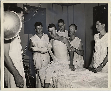 WOUNDED MARINE in FULL UPPER BODY CAST PAINTED PRESS PHOTO