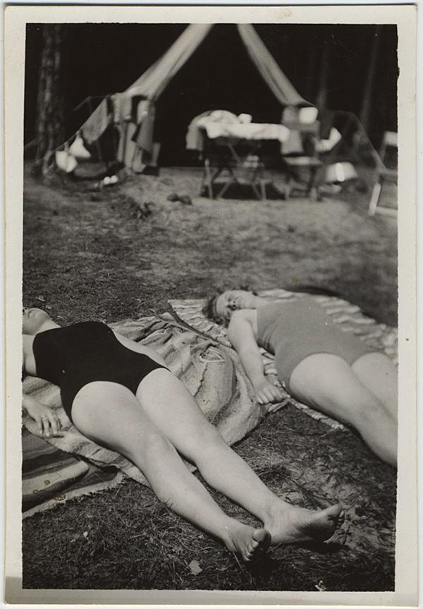 fp10277(Women-Campers-Asleep)