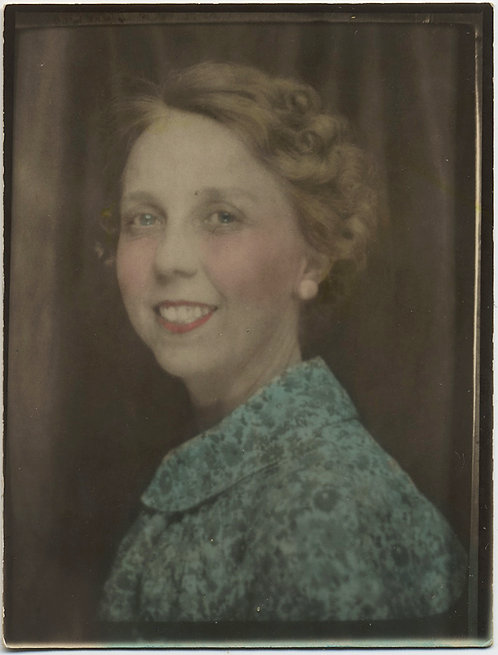 LOVELY HAND TINTED LARGE PHOTOBOOTH DIRECT POSITIVE SMILING WOMAN
