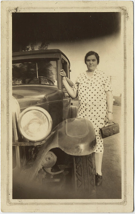 VINTAGE CAR PHOTO MISTAKE OBSTRUCTION LARGE WOMAN in POLKA DOTS w TINY PURSE