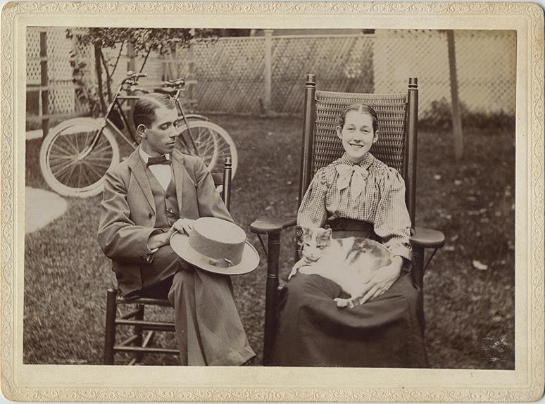 fp3990(Girl&Boy_Chairs_CatOnLap_Bicycle)