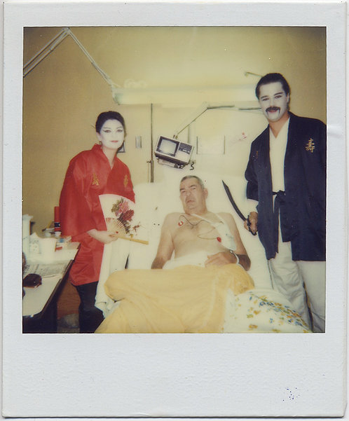 "STRANGE BIZARRE MAN in HOSPITAL VISITED by ""YELLOW FACE"" BUDDIES ASIAN COSTUME"
