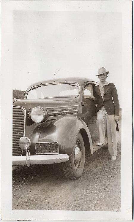 DASHING DANDY STYLISH FASHION-FORWARD MAN & VINTAGE CAR