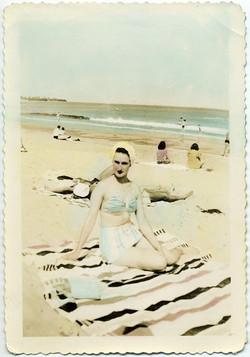 fp1903 (Woman-Beach-Tinted)