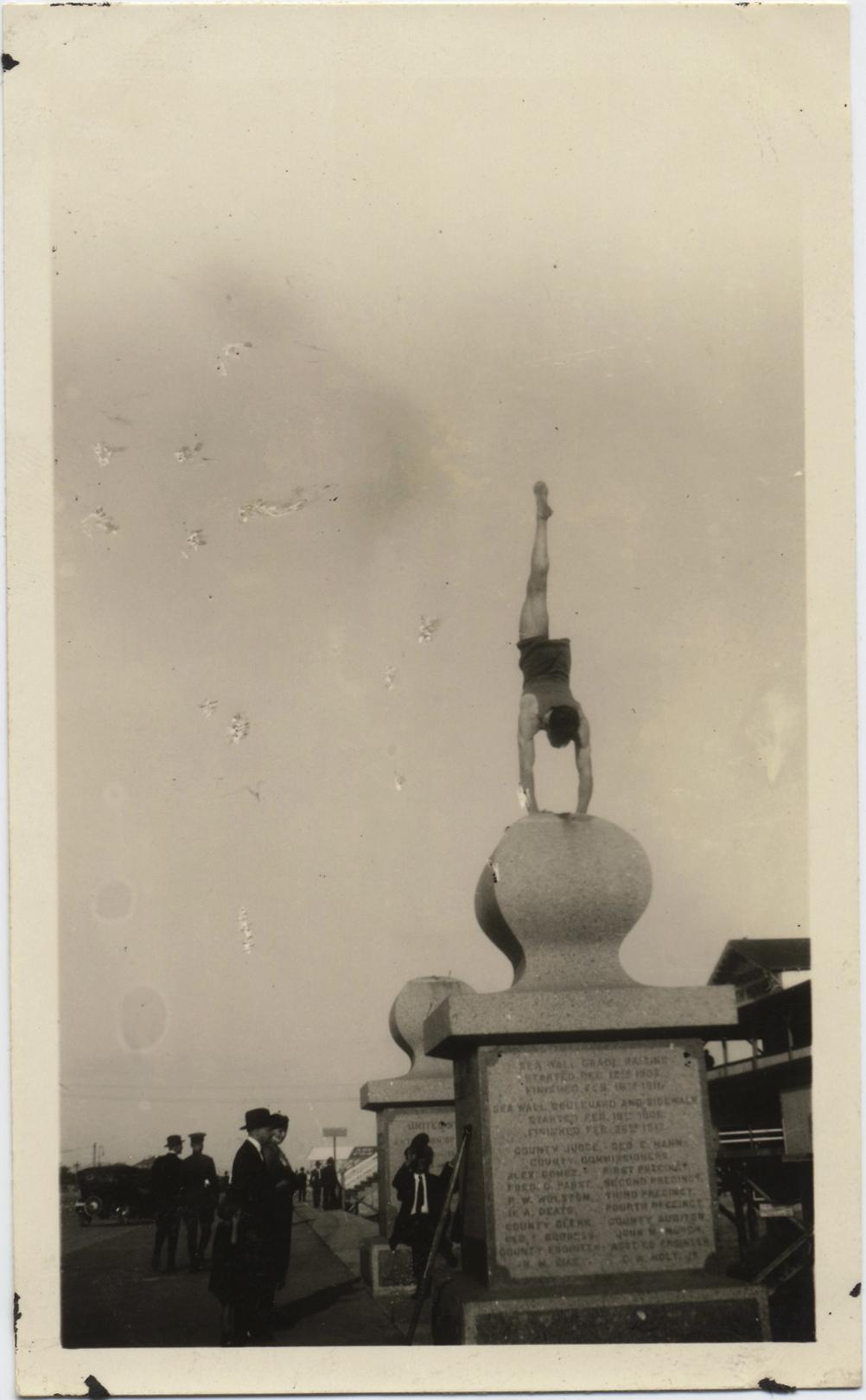 fp4000(OneLeggedGymnast_Handstand)