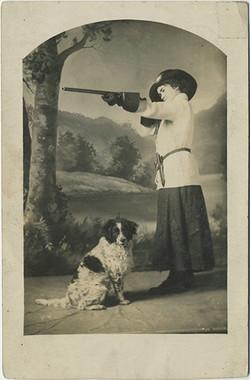 fp3817(RPPC_Woman_Rifle_Spaniel)