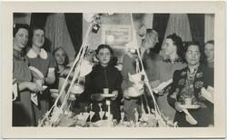 fp8345(Dinner-Glum-Woman)
