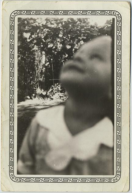 fp5382(Child_Outside_Blur)