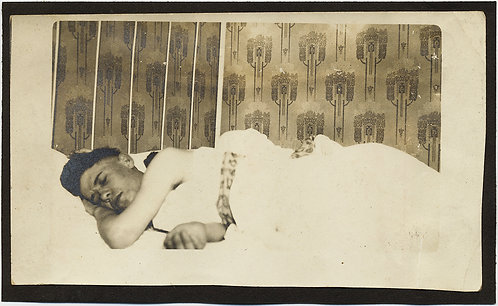 WONDERFUL SLEEPER SLEEPING MALE BEAUTY in BED AWESOME PERIOD ART DECO WALLPAPER