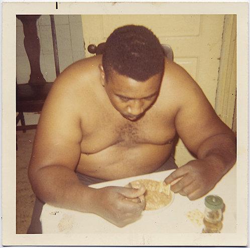 SHIRTLESS LARGE BLACK AFRICAN AMERICAN MAN TUCKS into GOOD EATIN' MEAL