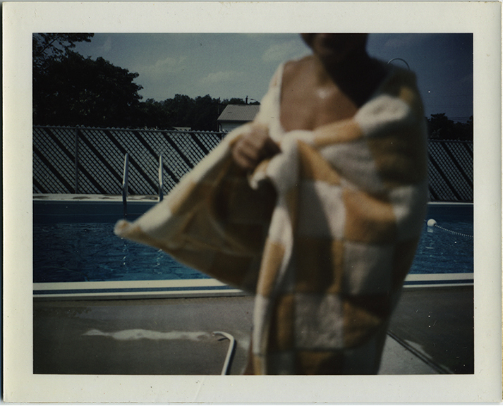 fp6942(PO_SwimmingPool_BoyInTowel_HeadCutOff)
