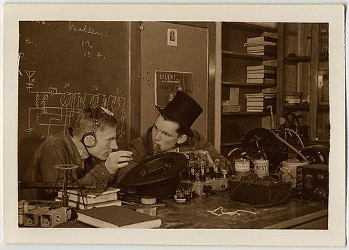 UNUSUAL WEIRD ODD SCIENCE MEN CRAZY TOP HAT ELECTRICAL DIAGRAMS & TRANSISTORS
