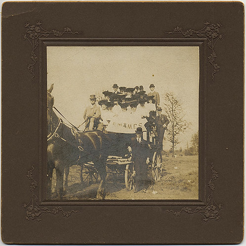 UNUSUAL LARGE GROUP OF WOMAN in HATS on WAGON with MALE ATTENDANTS on FIELD TRIP