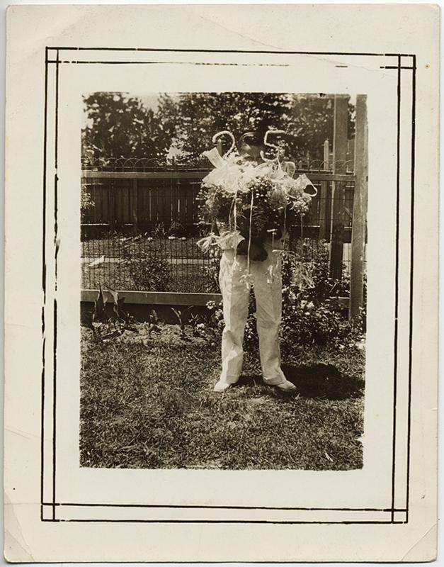 fp10294(Boy-Flowers-Anniversary)