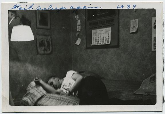 fp4642(ManSleeping_Bed)
