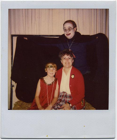 DORKY VAMPIRE DAD FLAPPER DAUGHTER AWKWARD MOM POLAROID HALLOWEEN COSTUME CARZY