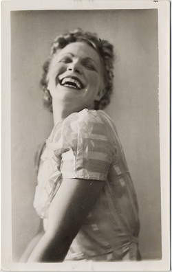 fp8375(Laughing-Woman)