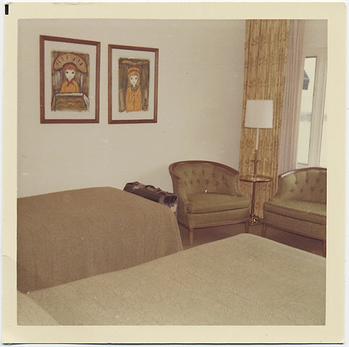 TOTALLY BORING 70s INTERIOR with KITSCHY ART in BEIGE and DRAG COLORS!