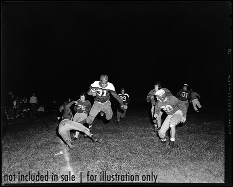 4x5 NEGATIVE PRESS PHOTO VINTAGE FOOTBALLPLAYER BREAKS THROUGH SCORES TOUCHDOWN