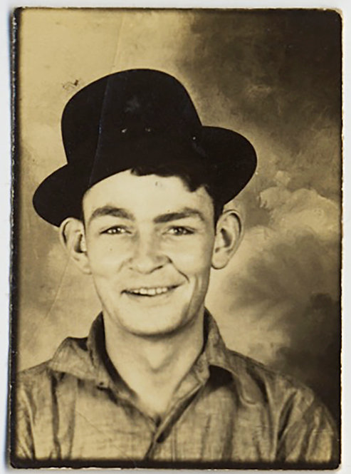 LOVELY PHOTOBOOTH SMILING HANDSOME YOUNG MAN FARM HAND? in HAT