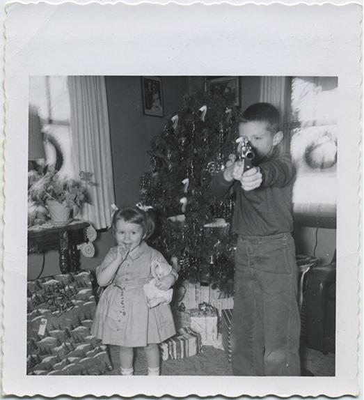 fp5457(Children_ChristmasPresents_Tree_ToyGun)