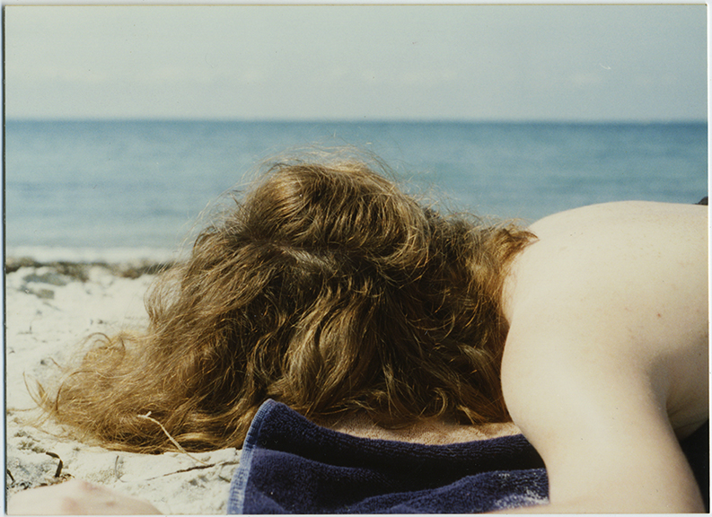 fp6102(Woman_Sunbathing_Beach)