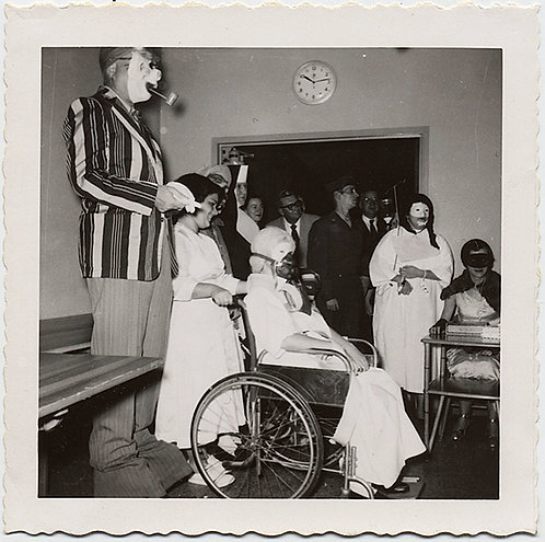 EXTRAORDINARY MENTAL HOSPITAL PATIENTS in HALLOWEEEN AMSKS and COSTUMES! UNUSUAL