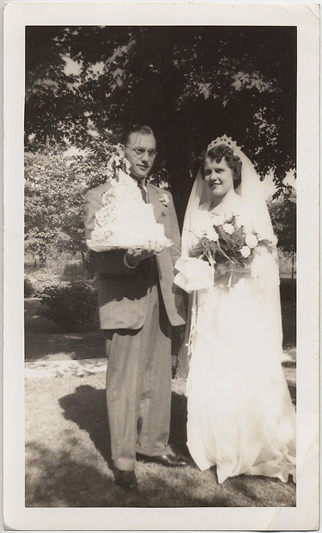 BRIDAL COUPLE SHOW OFF HUGE WEDDING CAKE