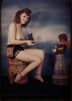 fp3948(SL_StudioGuild_NudeWoman_Camera_TeddyBear)