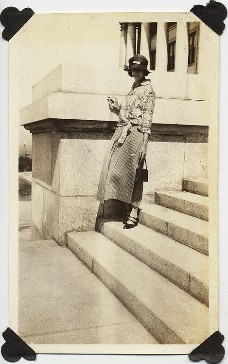 20s or 30s FASHION WIND BLOWN WOMAN w HAT STRIPED SKIRT BLOUSE on GRANITE STEPS