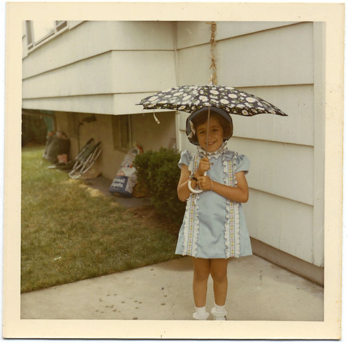 CUTEST GIRL EVER! ADORABLE SMILING LITTLE GIRL under BABY PARASOL UMBRELLA