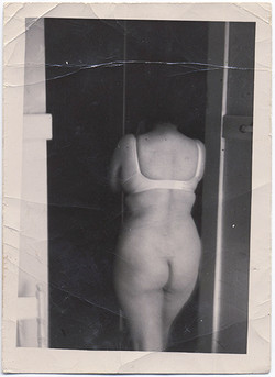 fp4876(Woman_PartialNude_Back)