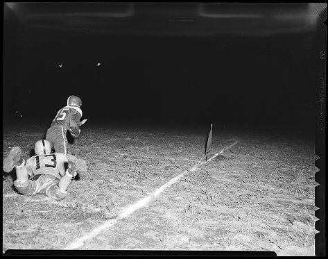 4x5 NEGATIVE PRESS PHOTO FOOTBALL PLAYERS RUN PLAY TACKLE NIGHT GAME FLASH PHOTO