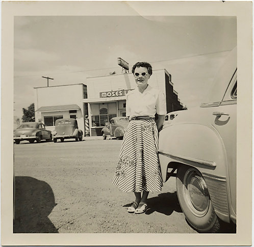50's WOMAN w. GREAT SUNGLASSES w VINTAGE CAR and a SHOP CALLED MOSES!