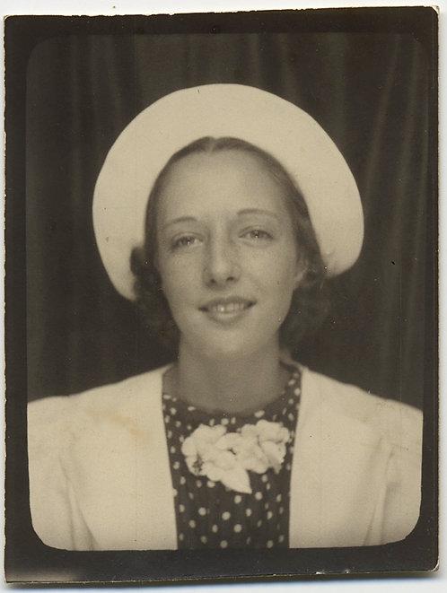 WONDERFUL WOMAN in WHITE HAT POLKA DOT SHIRT & WHITE JACKET AWESOME PHOTOBOOTH