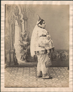 fp4356(FatWoman_ConeHat_Costume_Juive)