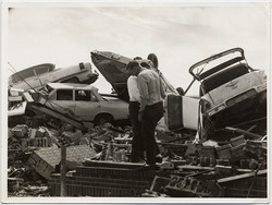 fp10386(Men-Destroyed-Cars-Rubble)