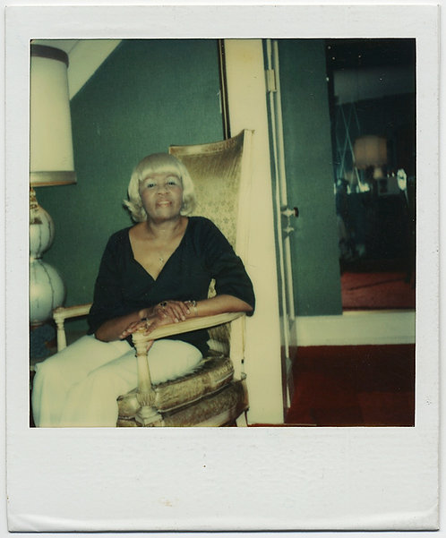 FABULOUS POLAROID AFRICAN AMERICAN WOMAN in PLATINUM BLONDE WIG