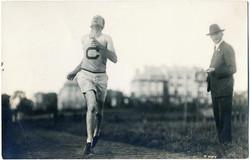 fp2053 (Runner-Crosses-Line)