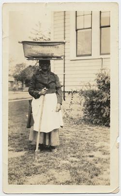 fp2802(Woman_BasketBalancedOnHead)