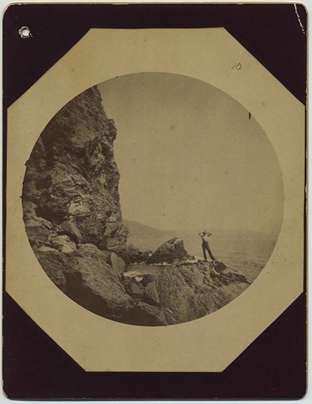 fp5768(Tourism_ManOnCliff_Mountains_Landscape)