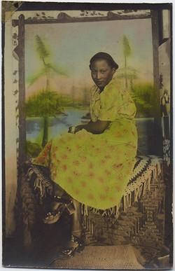 fp6673(AR_AfricanAmericanWoman_TintedGreenDress)