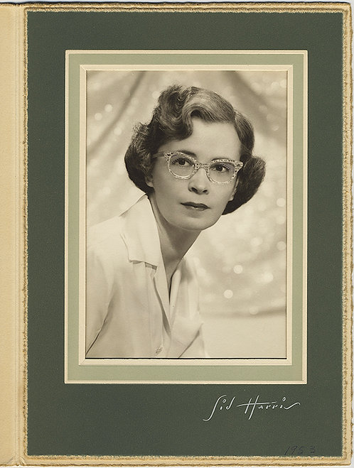 SUPER LOVELY FOLDER STUDIO PORTRAIT of HANDSOME WOMAN w FUNKY GLASSES 1953