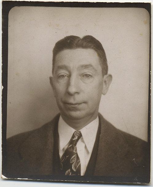 WONDERFUL PHOTOBOOTH SLIGHTLY DYSPEPTIC PEE WEE HERMAN-esque LOOKING MAN