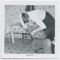 fp4621(KissingCouple_Kitchen)