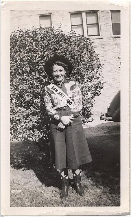 MISS SAN ANTONIO? COWGIRL WANNABE in BOOTS & WESTERN SHIRT w SAN ANTONIO SASH